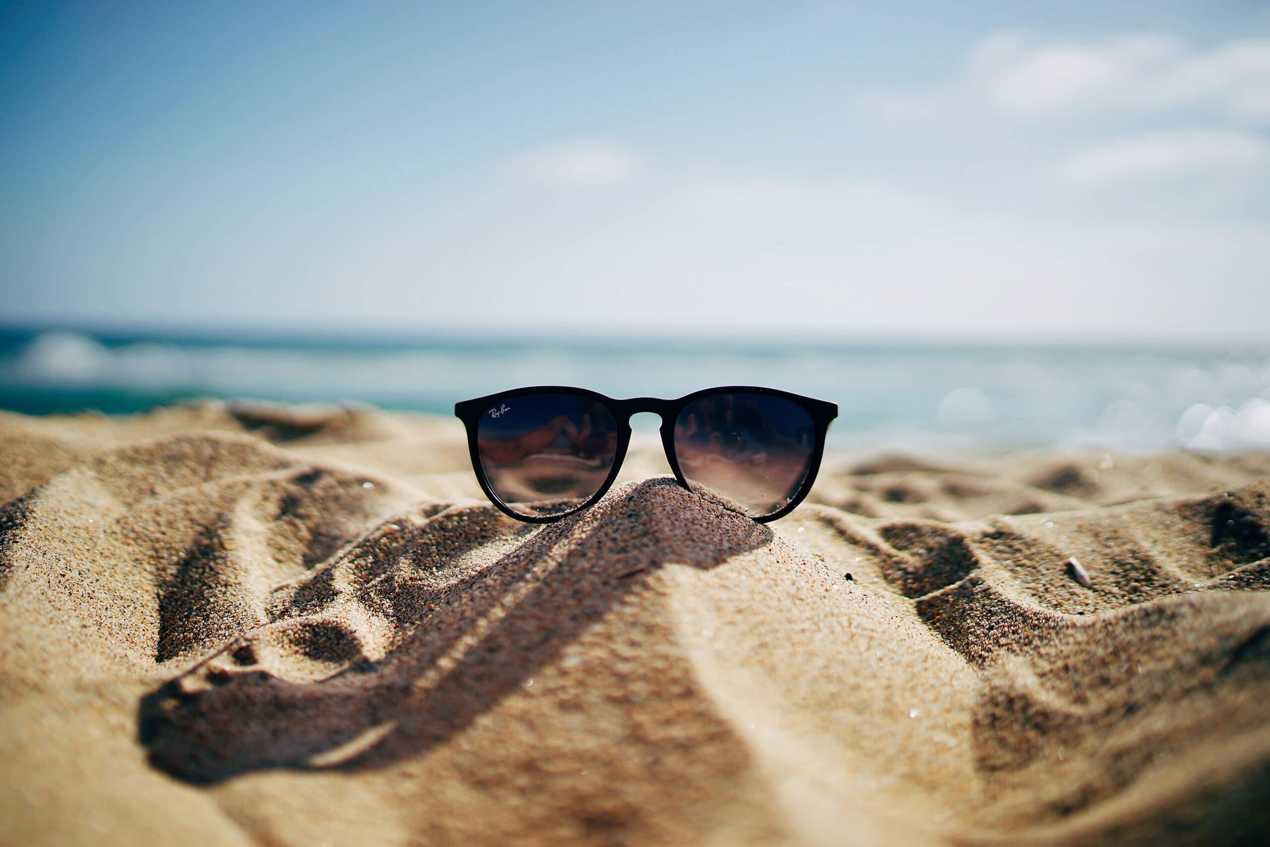 Spiaggia e occhiali da sole